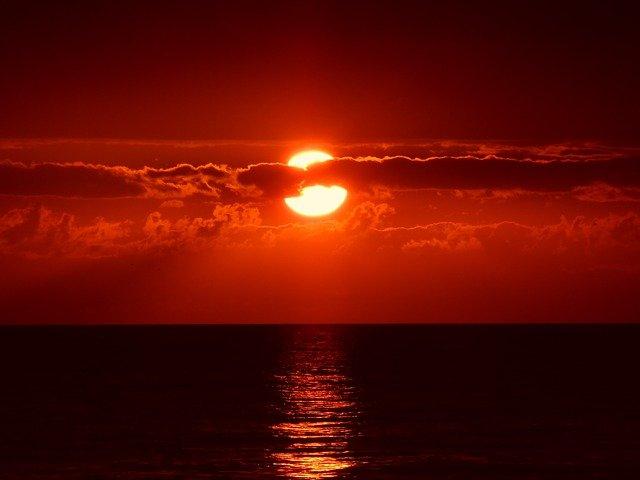 सूरज सूर्यास्त होने समय लाल क्यों दिखाई देता है